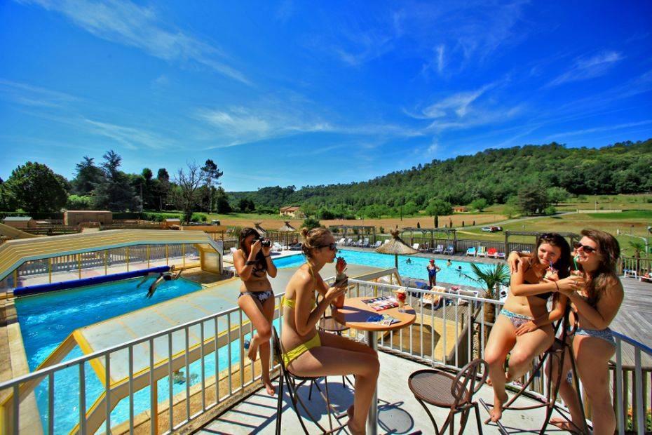 Camping dordogne piscine couverte et chauff e domaine for Camping au bord de la dordogne avec piscine